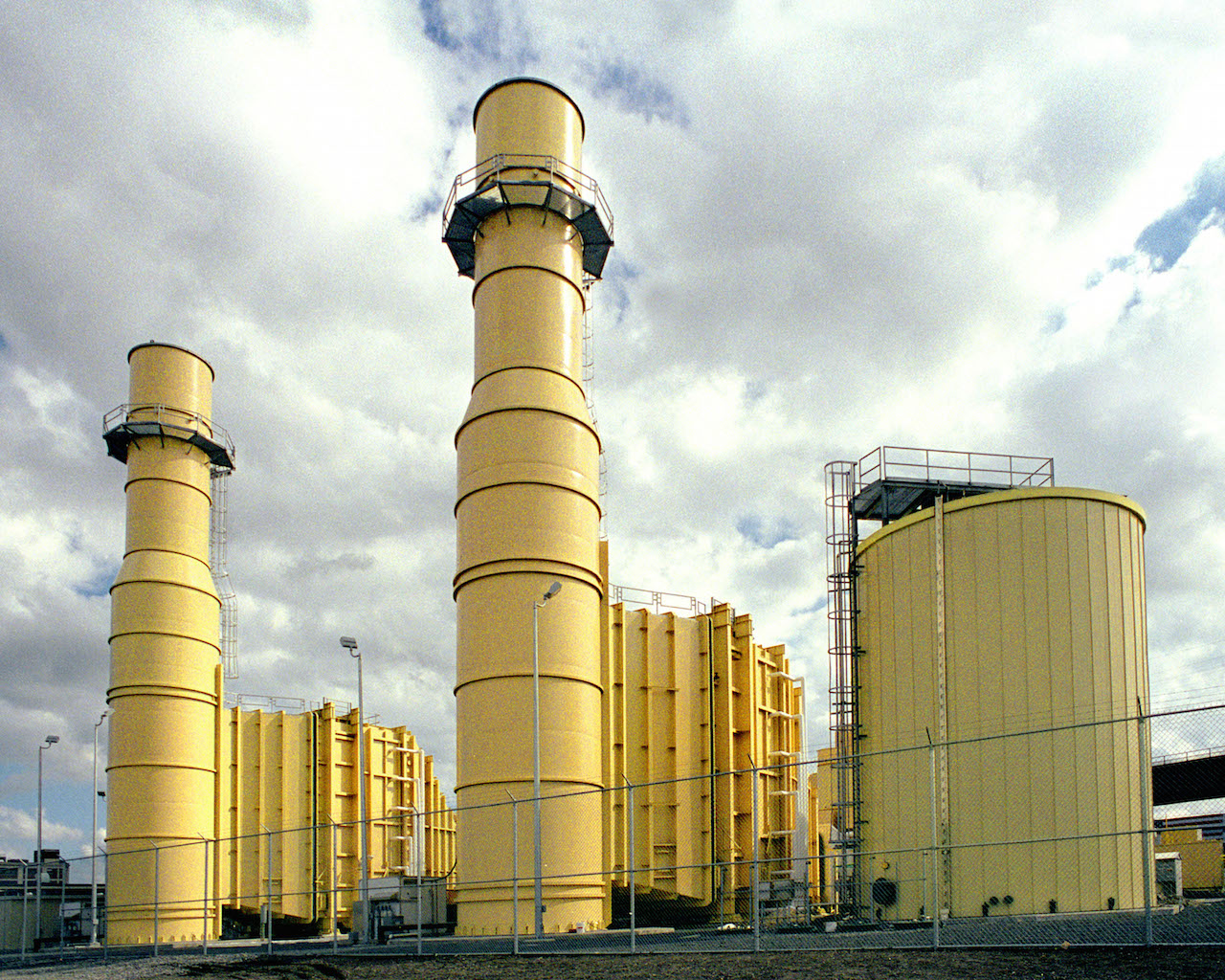 Activists urge state to close power plant